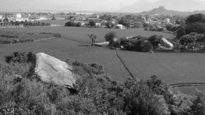 Toàn cảnh làng Tri Thủy Phan Rang nhìn từ xa.