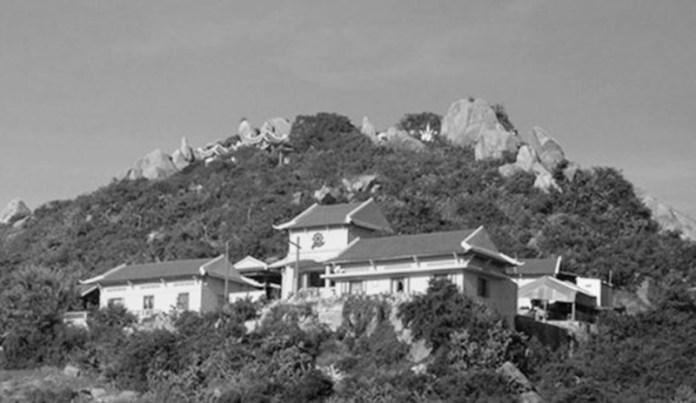 Núi Đá Chồng tại Ninh Thuận nơi còn lưu truyền về giai thoại ông Nguyễn Văn Thiệu trấn yểm hòn đá Dao.