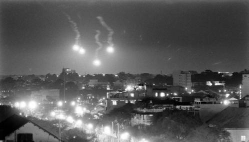 Image result for Sài Gòn, đêm cuối cùng, ở lại