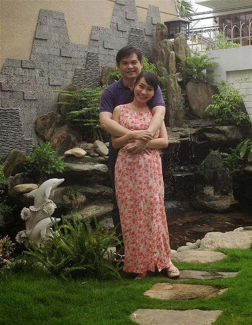 Vợ chồng Vũ Chí Hùng – Nguyễn Thị Xuân Trang tại biệt thự nhà thờ họ của Nguyễn Xuân Phúc